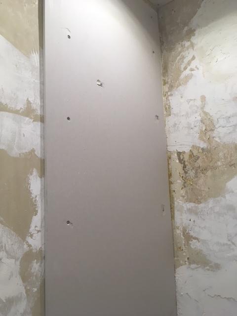 plaquer un mur en ba13 sans rail les chroniques de goliath
